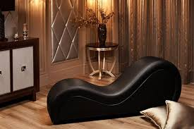 sofa tình yêu màu đen